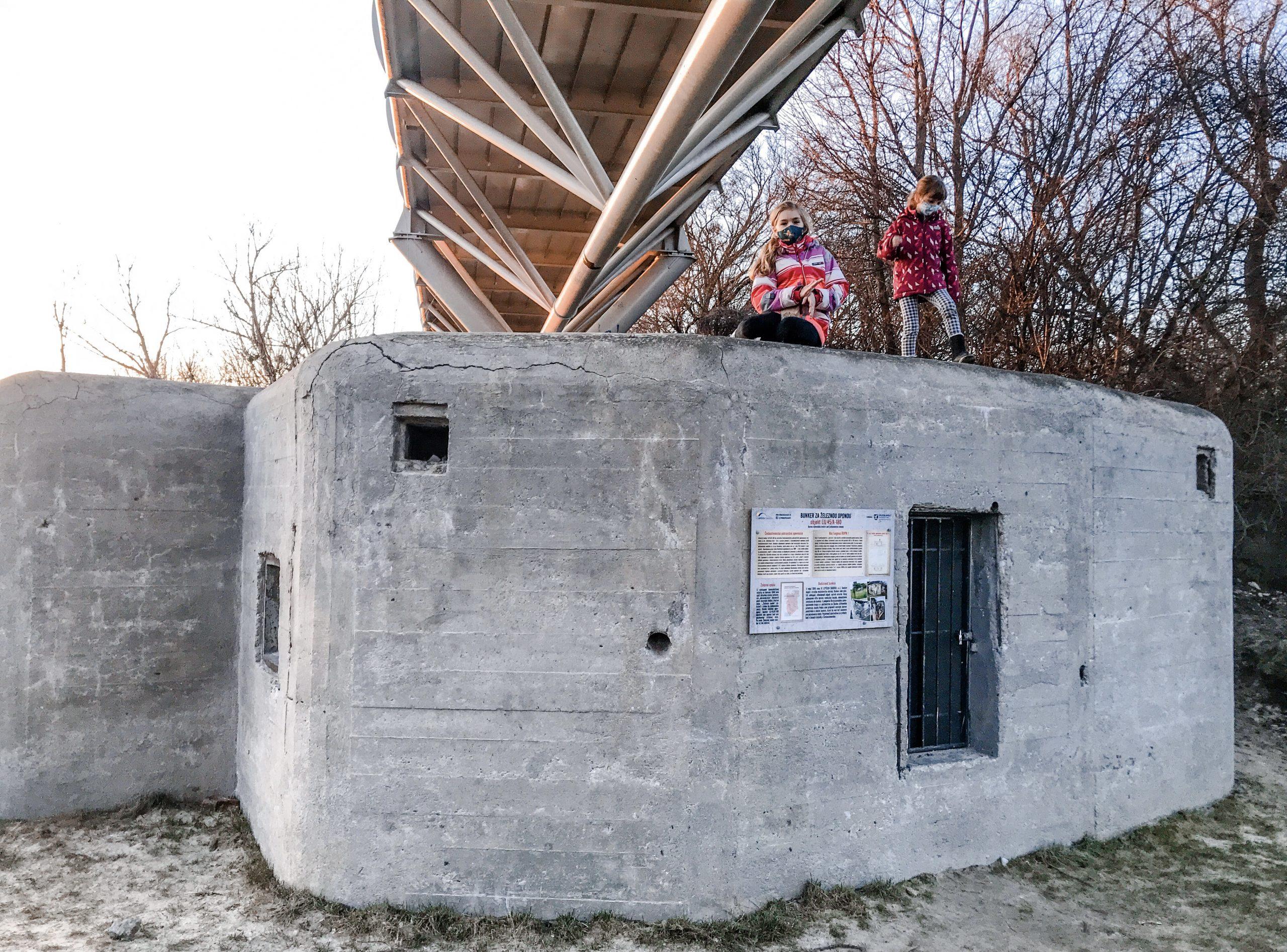 Vojenskáý bunker - Cyklomost Slobody